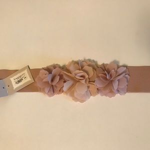 Triple Flower Front Stretch Belt from Francesca's
